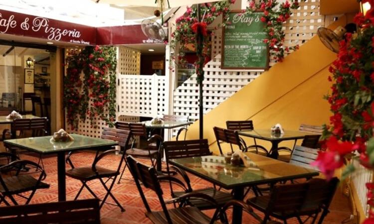 Ray's Cafe & Pizzeria, Bandra West